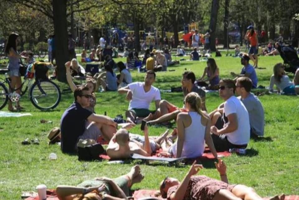 consommer sa fiole magique de poppers dans les parcs l'été